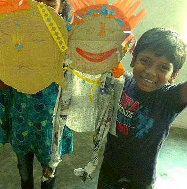 Kind aus Chittagong, Bangladesch, bei einem Theaterworkshop.